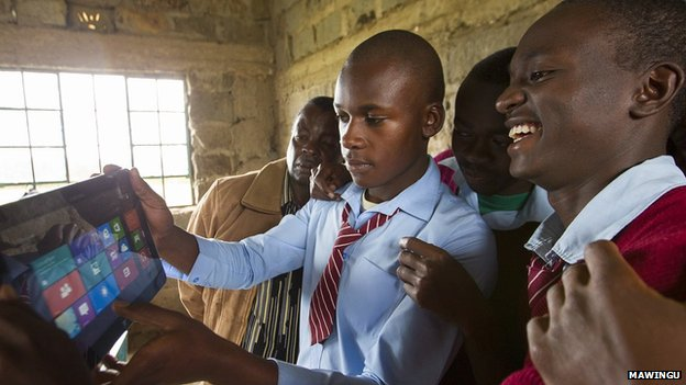 4afrika_windows_tablet_school