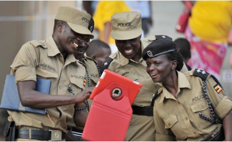 UGANDA-POLICE ON IPAD