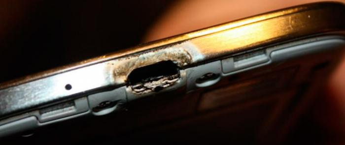 http://www.dignited.com/wp-content/uploads/2014/11/smartphone_overheating.jpg