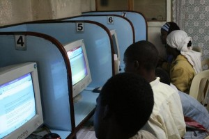 african-students-internet-cafe