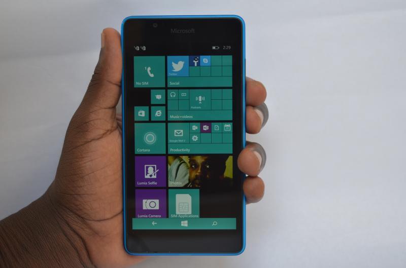 Lumia_540_handheld
