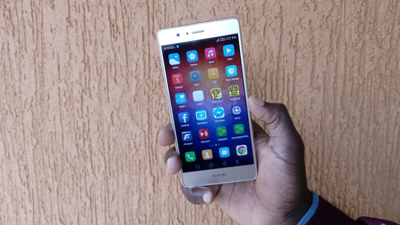 Huawei P9 Lite in hand