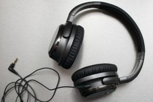 Wondering how noise-canceling headphones work? Get to know