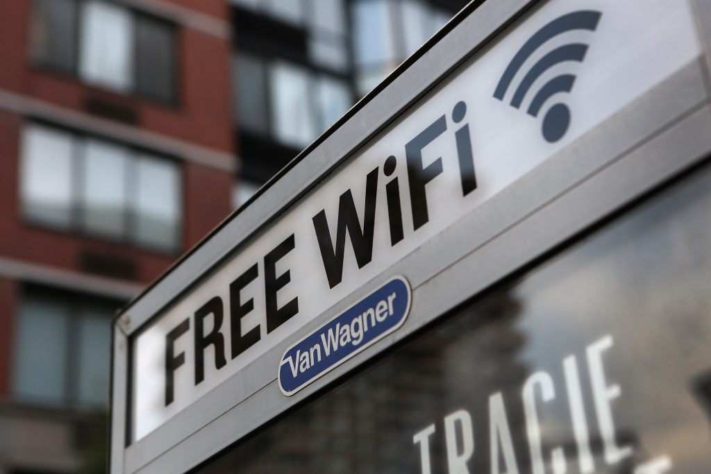 5 security risks of using public Wi-Fi