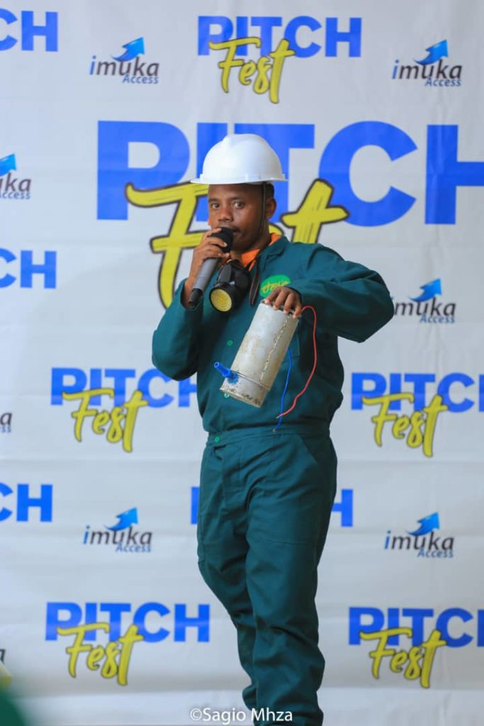 Participants pitching at the western edition of Pitchfest